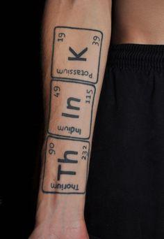 kreatives Tattoo wie chemische Elemente aber mit Bedeutung