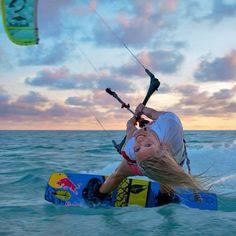 #kiteboardinggirls #susimai #girlslovesports