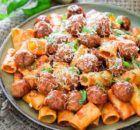 Μπεκρή μεζές | Συνταγές - Sintayes.gr Kung Pao Chicken, Potato Salad, Spaghetti, Potatoes, Meat, Ethnic Recipes, Food, Potato, Essen