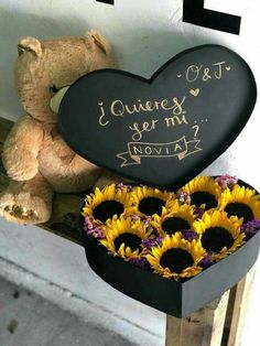 Algún dia😐 Love Gifts, Diy Gifts, Christmas Ideas For Boyfriend, Romantic Candles, Deco Floral, Candy Bouquet, Boyfriend Birthday, Flower Boxes, Boyfriend Gifts