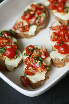 Tostada Tuna Melts Breezy Bakes is part of Bruschetta Dinner is crazy Wait, no My kids are crazy Wait, my kids make dinner time crazy Yeah, that's right Some nights I just need a break from - Tapas, Bruschetta Recipe, Tomato Bruschetta, Ham And Eggs, Good Food, Yummy Food, Vegetable Seasoning, Healthy Snacks, Healthy Recipes