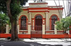 Academia Paraense de Letras (1900) - O mais importantes reduto de escritores do Pará, a academia funciona em um Casarão do século XX, localizado na Rua João Diogo, o casarão restaurado foi doado pelo governo estadual em 1940 para ser a nova sede da APL.