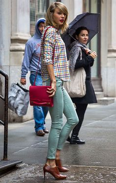 Taylor Swift Spring Style: Plaid shirt and Mint Jeans