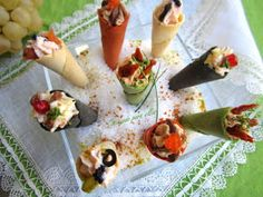 Cocinando para ellos : MINI CONOS COLORIDOS... Churros, Party Finger Foods, Canapes, Lidl, Sin Gluten, Holidays And Events, Holiday Recipes, Sushi, Buffet