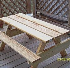 How to build a picnic table for kids! A must-have for our patio!