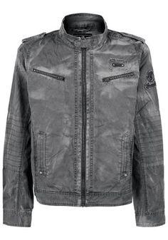 """""""Brandit"""" - """"Drake Vintage""""  Ľahká bunda v motorkárskom štýle:  - Opraný design - Malý stojačik - Náramenníky - Nášivky s Brandit logom na ramene a hrudníku - 2 náprsné vrecká - Zipsy na koncoch rukávov"""