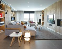Molins Interiors // arquitectura interior - interiorismo - decoración - sala de estar - living room - espacio - sofá - alfombra - rug - roble - oak - chimenea - fireplace