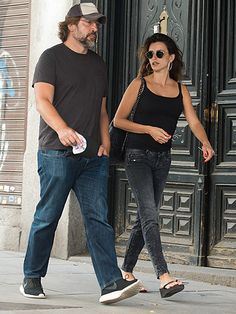 Star Tracks: Tuesday, August 18, 2015 | NO RAIN IN SPAIN | Penélope Cruz chats with husband Javier Bardem during a Monday stroll around Madrid, Spain.