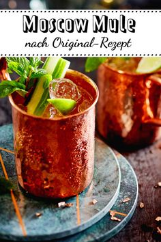 Make Moscow Mule yourself - that& how it works- Moscow Mule selber machen – so geht's Moscow Mule is the of the year. And for good reason, because he is super refreshing. Beer Recipes, Drinks Alcohol Recipes, Cocktail Recipes, Classic Cocktails, Summer Cocktails, Limoncello, Margarita Recipes, Smoothie Recipes, Moscow
