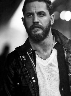 Tom Hardy SEND ME THIS PICTURE SO I CAN DIE IN PEACE  ( pin it to my pillow