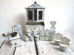 Set-of-Antique-German-Tin-Miniature-Dolls-House-Dollhouse-Kitchen-Furniture
