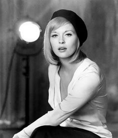 "Dorothy ""Faye Dunaway"" is an American actress. She won an Academy Award for Best Actress for her performance in the 1976 film Network. She was previously nominated for Bonnie and Clyde and Chinatown"