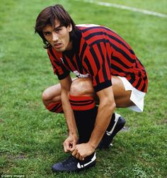 Mark Hateley ties his boots before a league match against Napoli for AC Milan in…