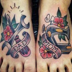 Tattoo Pied, Hawaiianisches Tattoo, Mom Dad Tattoos, Tattoos For Guys, Tattoos For Women, Neue Tattoos, Body Art Tattoos, Sleeve Tattoos, Tattoo Old School