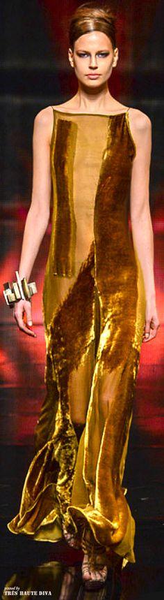 NYFW Donna Karan Fall 2014 - would make me feel like I was wearing a gold bar!