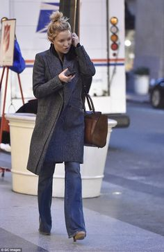 Kate Hudson Street chic! The Almost Famous starlet knows how to keep it classy in a long wool grey coat while taking to the streets of New York