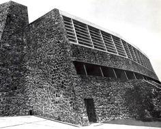 Detalle de la fachada exterior del frontón cerrado, Ciudad Universitaria, México, DF 1952   Arq. Alberto T. Arai -  Detail of the covered tennis court with spectator stand, University City (UNAM), Mexico City 1952