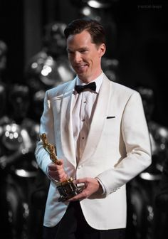 Benedict presenting an award at The Oscars 2015 22nd February 2015