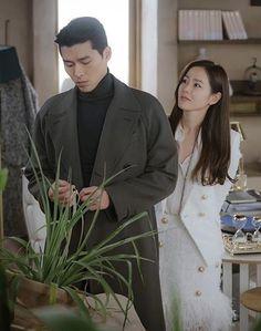 We Bare Bears Wallpapers, Cute Wallpapers, Korean Drama Quotes, Kate Middleton Style, Asian Celebrities, Hyun Bin, Drama Korea, K Idol, Korean Actresses