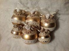 Palline decorate coi fiori di carta e pizzi