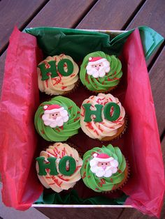 Celebrate Christmas with these cute and delicious Santa cupcakes! Ho ho ho!