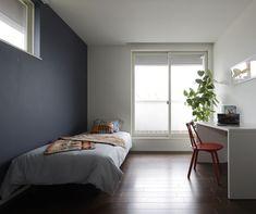 子供部屋 アクセントウォール|注文住宅のアキュラホーム Mens Room Decor, Bedroom Decor, Home Decor, Japanese Interior Design, Minimalist Room, Aesthetic Room Decor, Apartment Interior, House Rooms, Minimal Bedroom