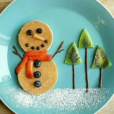 Healthy Christmas treats for kids: Cute & Healthy Christmas snacks for kids holiday parties, winter parties, and lunch box surprises. Get the easy recipes today! Healthy Christmas Treats, Christmas Snacks, Christmas Brunch, Christmas Breakfast, Breakfast For Kids, Christmas Baking, Christmas Fun, Christmas Pancakes, Food Art For Kids