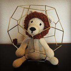 Shortly captured in a cage. Our new family Member Winston the Lion.  #edsanimals #lion #crochet #lanagrossa #bingo #häkelliebe #lauraswollladen #crochetersofinstagram #häkelnisttoll by nadjachameleon
