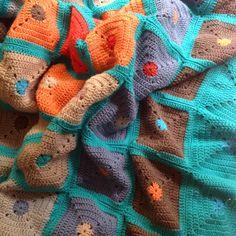 "OYA's WORLD- Crochet-Knitting: Crochet: Big Blanket with ""Granny Solid Square"""