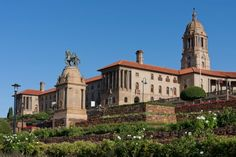 Set in beautiful gardens, the Union Buildings command the highest point of the city on Meintjieskop Hill near historic Church Square, site of the city's first settlement. Designed by Sir Herbert Baker in this impressive range of sandstone buildin…… New Africa, South Africa, Namibia, Port Elizabeth, Pretoria, African Countries, Honeymoon Destinations, Live, Beautiful Gardens