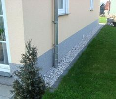 Bildergebnis für spritzschutz haus You are in the right place about Landscaping Front Yard on a budg Side Yard Landscaping, Landscaping Around House, Backyard Patio Designs, Acreage Landscaping, Landscaping Jobs, House Landscape, Landscape Design, Garden Design, Lawn And Garden