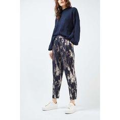 Topshop Metallic Peg Trousers (€57) ❤ liked on Polyvore featuring pants, topshop, metallic trousers, peg pants, peg trousers and metallic pants