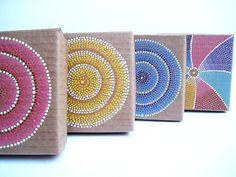 MALENA VALCARCEL: Cajas de cartón reciclado pintadas / Recycled cardboard painted boxes