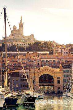 Marseille, son vieux port, La Canebière, le musée Mucem, Notre-Dame de La Garde, le Fort Saint-Nicolas, Cassis, Les Goudes et au-delà les calanques... Mediterranean mood d'arrière-saison...