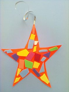 estrela com colagens Christmas Ornaments, Holiday Decor, Bb, Crafts, Collage, Xmas, Star, Activities, Manualidades