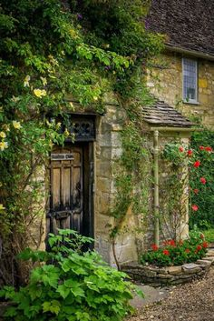 Imagine being greeted each day by this inviting entrance to a lovely little cottage in Burford, the Cotswolds. Fairytale Cottage, Storybook Cottage, Romantic Cottage, Stone Cottages, Stone Houses, Cotswold Cottages, Cotswold Cottage Interior, Stone Cottage Homes, English Cottage Exterior