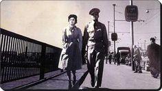 """""""Sonbahar Yaprakları"""" filminden bir sahnede Çolpan İlhan ve Tarık Tekçe  (1961) #İstanbulBeniBırakma #Magma #istanlook"""