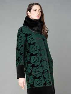 Стильное пальто прямого силуэта
