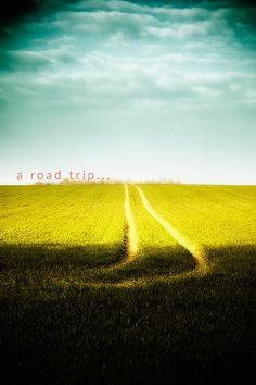 Road trip / Chemin champ pré campagne ciel par AnneCecileArt