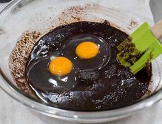 Lo que andabas buscando una receta fácil de brownies y deliciosa. Puedes hornearlos en horno convencional o microonda. Te van a encantar.