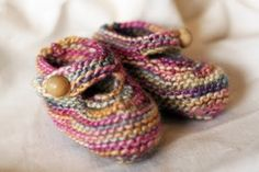 Free Pattern to knit baby booties