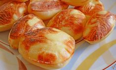 Proslulé bublinkové brambory recept   iRecept.cz Hot Dog Buns, Hot Dogs, Pretzel Bites, Food Hacks, Shrimp, Food And Drink, Cooking Recipes, Potatoes, Bread