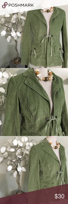 BANANA REPUBLIC JACKET Chic looking jacket , made of cotton and spandex, excellent condition Banana Republic Jackets & Coats Blazers