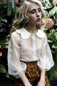 blouse Love this feminine look Mode Style, Style Me, Upcycling Design, Moda Fashion, Womens Fashion, Fashion Shoes, Girl Fashion, Beautiful Outfits, Cute Outfits