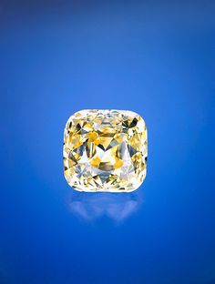 Named after Alfred Ernest Allnatt, sportsman, noted philanthropist, and patron of the arts, the 101.29 ct cushion cut Allnatt belongs to an exclusive group: It is one of a select number of diamonds that weigh more than 100 carats and has saturated color. GIA graded it a Fancy Vivid yellow.