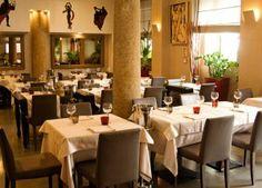 Il risorante servia a varieta di cibo e vino ambo rosso e bianco.