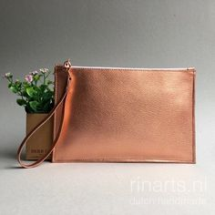 Clutch  in rose gold