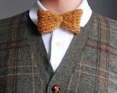 Hi knitters!Today we show you a very easy-to-follow pattern for creating a bow tie using WAK Petite wool, for wearing or as a present. You can also use it as an accessory for your hair or as a funny broochYou only have to follow the following steps of this free pattern, so you could enjoy your bow tie made with WE ARE KNITTERS wool.