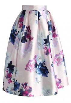 This printed midi skirt with colorful bursts of flower bouquets screams elegance and class. Step out with this statement piece and watch everyone stop and stare.  - Box pleats from waist - Back zip closure - Lined - 100% Polyester - Machine wash gently  Size(cm) Length Waist XS         74   64 S          74   68 M         74   72 L          74   76 XL         74   80 XXL        74   84 Size(inch) Length Waist XS        …