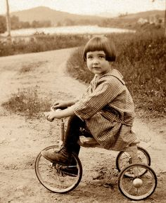 vintage picture of a little girl